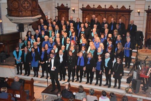Der Gospelchor Gaiserwald und The Waves aus Goldach gaben unter dem Titel «querbeat» ein Konzert in der St.Galler Kirche Linsenbühl. (Bild: PD)