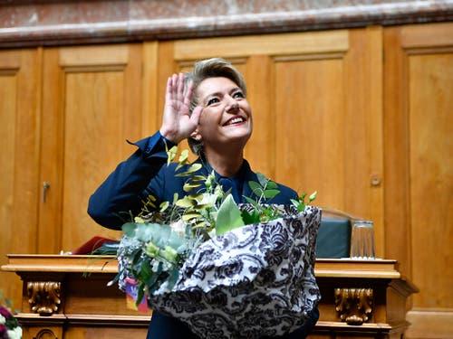Karin Keller-Sutter freut sich über ihre Wahl. (KEYSTONE/Anthony Anex) (Bild: KEYSTONE/ANTHONY ANEX)