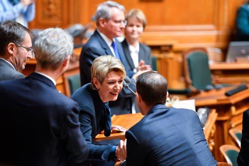 Karin Keller-Sutter freut sich über ihre Wahl zum 119. Mitglied des Bundesrates (Bild: Keystone)