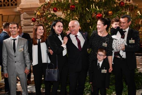 Der designierte Bundespräsident Ueli Maurer mit seiner Familie. (Bild: KEYSTONE/Marcel Bieri)