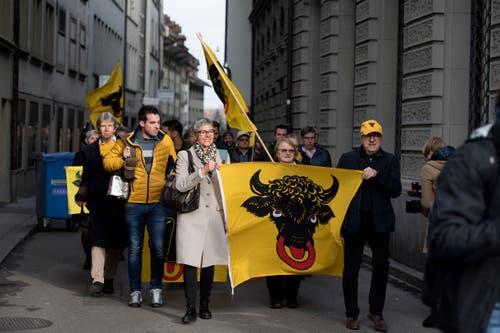 Bundesratswahlen Bern. Die Urner auf dem Weg zum Bundeshaus. Bild: Corinne Glanzmann (Bern, 05. Dezember 2018)
