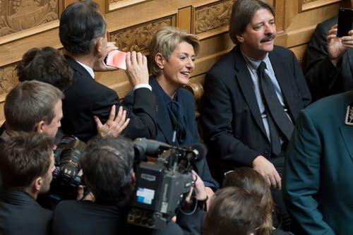 Karin Keller Sutter im Moment ihrer Wahl zur Bundesrätin im ersten Wahlgang während der Bundesratswahlen. (Bild: Keystone)