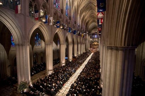 Die Trauerfeier fand in der Nationalen Kathedrale in Washington statt. (Bild: AP / Shawn Thew)
