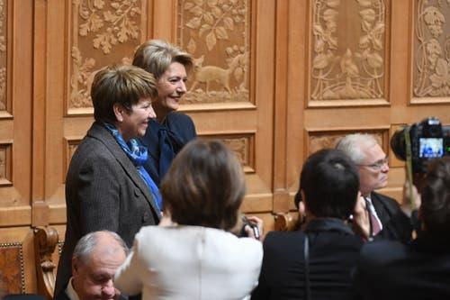 Die beiden Favoritinnen: Die Walliserin CVP-Nationalrätin Viola Amherd (links) und die St.Galler FDP-Ständerätin Karin Keller-Sutter im Nationalratssaal in Bern. (Bild: KEYSTONE/Marcel Bieri)