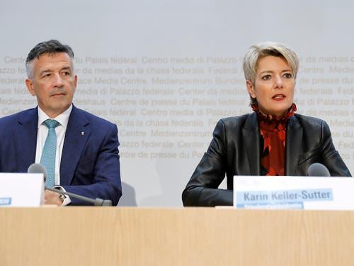Die Nominierten der FDP für die Bundesratswahl: Der Nidwaldner Ständerat Hans Wicki und die St. Galler Ständerätin Karin Keller-Sutter. (Bild: KEYSTONE/PETER KLAUNZER)