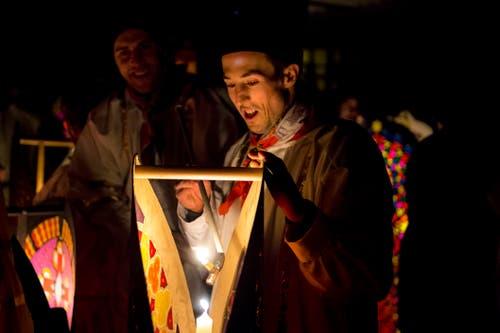 Nur echte Kerzen erhellen die Laternen. Bild: Dominik Wunderli (Küssnacht, 5. Dezember 2018)