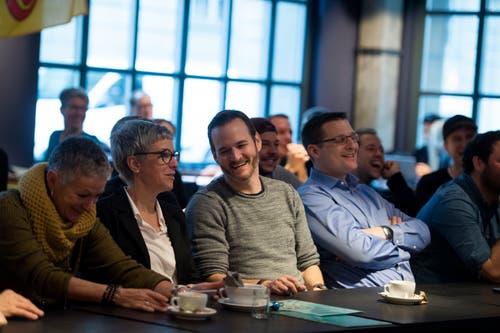Impressionen aus dem Urner-Fanlager: Im Berner Restaurant «Vierte Wand» drücken die Urner Heidi Z'graggen die Daumen. (Bild: Corinne Glanzmann (Bern, 05. Dezember 2018))