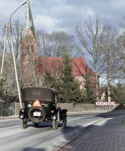 Der Ford T, auch «Blechliesel» genannt, unterwegs auf der ehemaligen Reichsstrasse im heutigen Polen.
