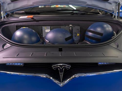 Sie bieten unter anderem mehr Stauraum als die bisherigen Fahrzeuge. Helme können etwa unter der Motorhaube transportiert werden. (Bild: KEYSTONE/GEORGIOS KEFALAS)
