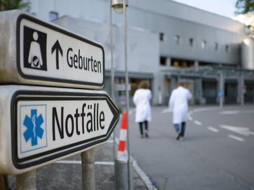 Noch kein Notfall, aber immer grössere Sorgenfalten: Die Gesundheitskosten werden für immer mehr Schweizerinnen und Schweizer zum Problem. (Bild: KEYSTONE/GIAN EHRENZELLER)
