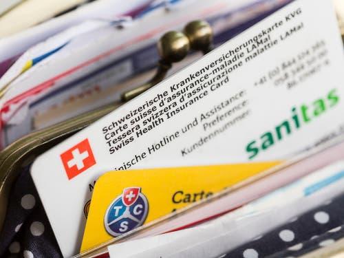 Die Sorge von Herrn und Frau Schweizer zum Thema Gesundheit und Krankenkasse sind gemäss aktuellem CS-Sorgenbarometer im letzten Jahr deutlich grösser geworen. (Bild: KEYSTONE/GAETAN BALLY)
