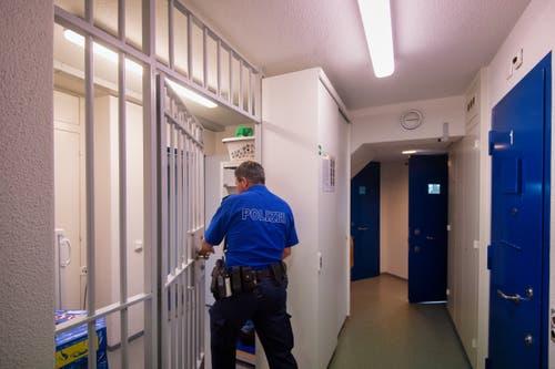 Im Untersuchungsgefängnis Gossau gibt es sieben Einzel-, eine Doppel- und eine Sicherungszelle. (Bilder: Benjamin Manser)