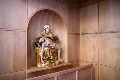 Alte Elemente erhalten in der Kirche neue Plätze. (Bild: Philipp Schmidli, 7. Dezember 2018)