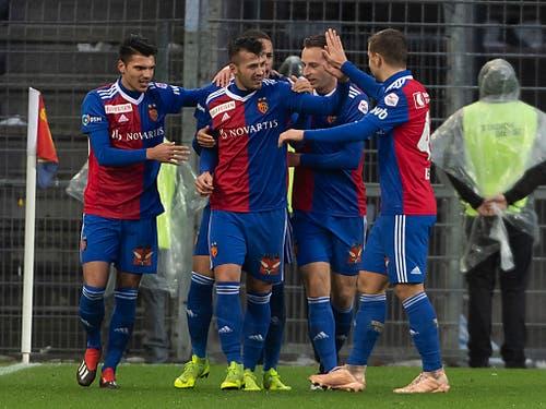 Die Basler feiern die geglückte Reaktion auf das 1:3 am vergangenen Sonntag gegen die Young Boys (Bild: KEYSTONE/GEORGIOS KEFALAS)