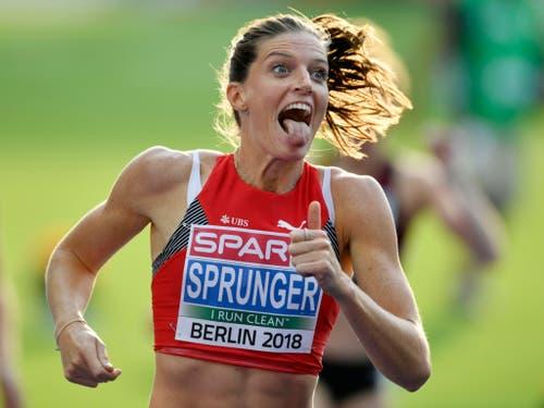 Lea Sprunger realisiert ihren Triumph an der Leichtathletik-EM über 400 m Hürden (Bild: KEYSTONE/WALTER BIERI)