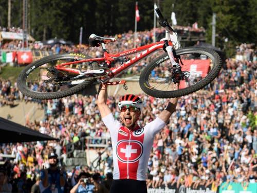 Stammgast bei der Wahl zum Schweizer Sportler des Jahres: Mountainbike-Dominator Nino Schurter lieferte auch 2018 ab - u.a. mit Gold an der Heim-WM auf der Lenzerheide (Bild: KEYSTONE/GIAN EHRENZELLER)