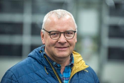 Beat Odermatt, Produktionsleiter der Distributionsbasis der Post in Rothenburg· «Sehen Sie, heute bewältigen wir genau 29542 Pakete.» (Bild: Dominik Wunderli, Rothenburg, 6. Dezember 2018)