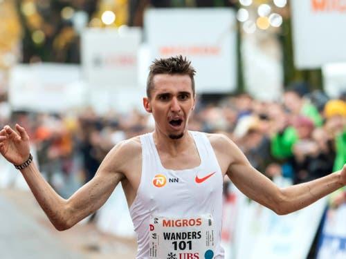 Julien Wanders wurde zum Newcomer des Jahres gewählt (Bild: KEYSTONE/MARTIAL TREZZINI)