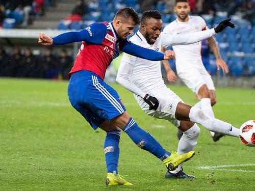 Albian Ajeti (links) brachte Basel nach 19 Minuten in Führung (Bild: KEYSTONE/PETER SCHNEIDER)