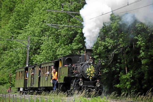 Sonderfahrt zum Jubiläumsfest in Meiringen: Der Dampf-Extrazug fährt zum Brünigpass hinauf. (Bild: Andy Mettler / swiss-image.ch)