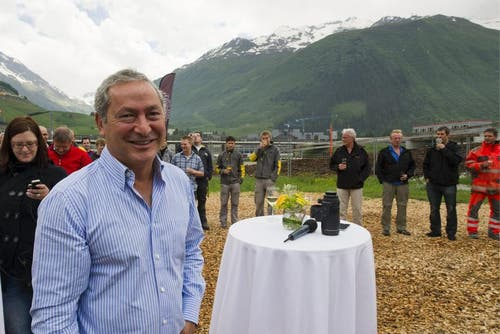 21. Juni 2013: Samih Sawiris besucht das Richtfest der ersten beiden Apartmenthäuser des Andermatt Swiss Alp Resorts. (Bild: Keystone)