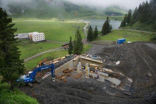 23.07.2014: Die Roharbeiten auf Trübsee für die Mittelstation... (Bild: Corinne Glanzmann / Neue OZ)