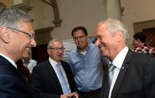 Guido Graf und Paul Winiker freuen sich. (Bild: Nadia Schärli / Neue LZ)