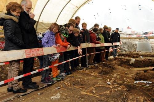 Tag der offenen archäologischen Grabung an der Nägeligasse am 12. März. (Bild: Oliver Mattmann/NZ)