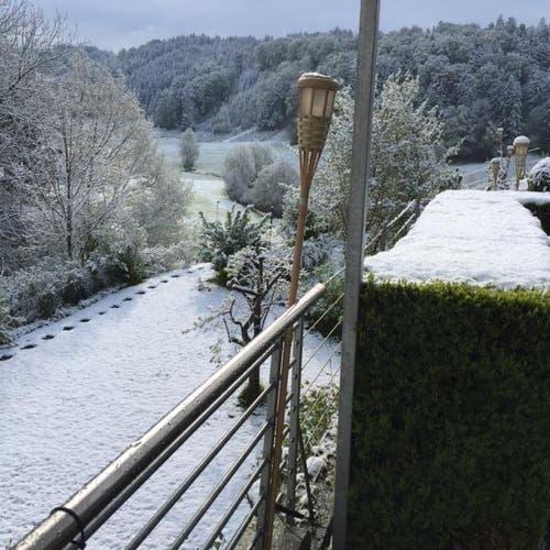 Schnee in Adligenswil. (Bild: Leser Beni Lanquetin Boog)