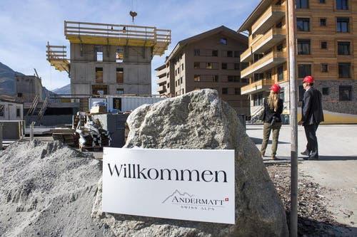 03.10.2014: Am Freitag ist mit dem Bau des Apartmenthauses Biber begonnen worden. Es ist dies das vierte Apartementhaus im Tourismusresort der Andermatt Swiss Alps AG des ägyptischen Investors Samih Sawiris. (Bild: Keystone)