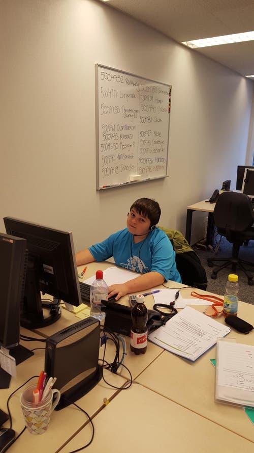 Mein Sohn Philipp als Telefonist bei mir im Büro bei der gfk Schweiz (Bild: melanie zihlmann)