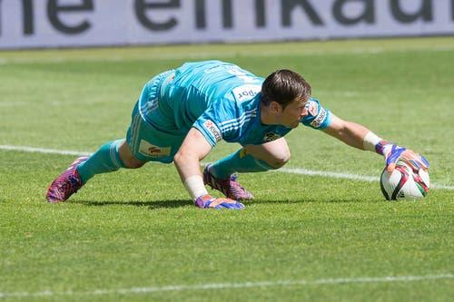 FCL-Torhüter David Zibung fängt einen Ball. (Bild: Keystone)