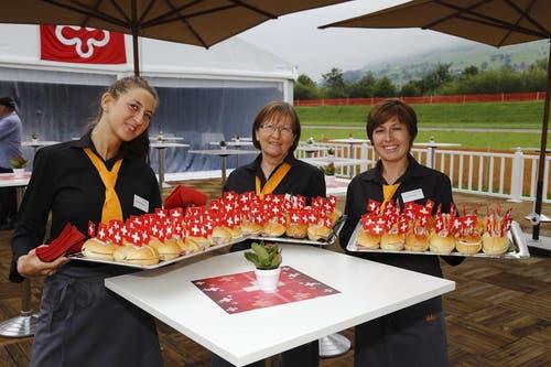 Die Gäste werden am morgen früh mit Sandwiches empfangen. (Bild: André A. Niederberger / Neue NZ)