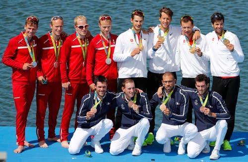 Die Schweizer (hinten rechts) gewannen vor den Dänen (hinten links) und den Franzosen. (Bild: EPA / Diego Azubel)