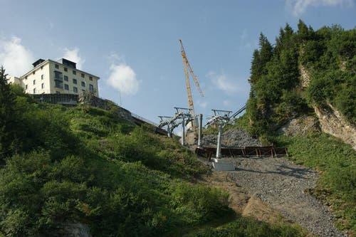 Für die Einfahrt in die neue Mittelstation Trübsee musste harter Fels weggesprengt werden. (Bild: Philipp Unterschütz)