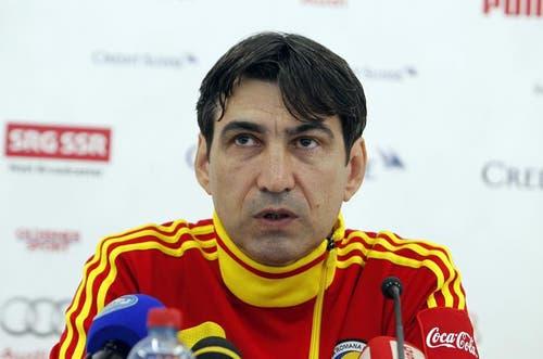 Victor Piturca, Trainer der rumänischen Nationalmannschaft an der Medienkonferenz. (Bild: Keystone)