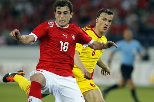 Admir Mehmedi (links) gegen Vlad Iulian Chiriches. (Bild: Keystone)