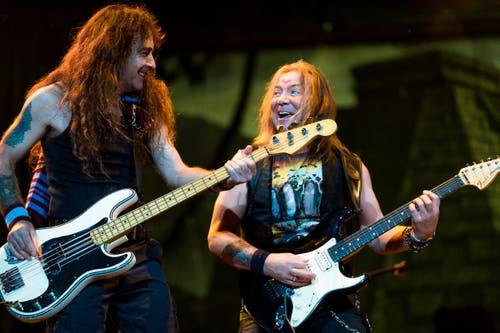 Iron Maiden rockt mit sehr viel Freude. Und das Luzerner Publikum dankts mit Jubel. (Bild: Roger Grütter)