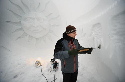 10. Dezember: Die Iglu-Saison hat begonnen. Auf Trübsee haben der lettische Künstler Krists Zarins und seine Helfer Kunstwerke aus Schnee und Eis gezaubert und Iglus gebaut. (Bild: Corinne Glanzmann / Neue NZ)