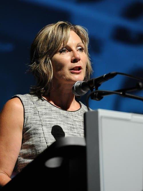 Nationalratspräsidentin Maya Graf richtet sich im Theater Uri an die Eröffnungsgäste. (Bild: Urs Hanhart)