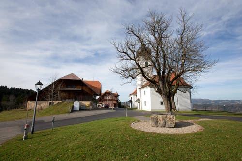 Das alte Pächterhaus neben der Kirche auf Heiligkreuz. (Bild: Manuela Jans-Koch/Neue LZ)