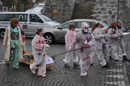 Blutverschmiert und ein Skelett im Wagen. (Bild: Birgit Scheidegger (Lungern, 10. Februar 2018))