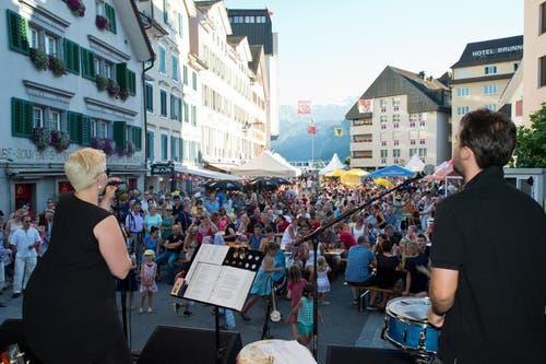 Festbetrieb beim Schiltä Nüüni an der Bundesfeier in Brunnen. (Bild: Erhard Gick / Neue SZ)