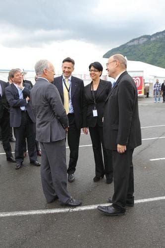 Lockere Atmosphäre unter den Politikern. (Bild: André A. Niederberger / Neue NZ)
