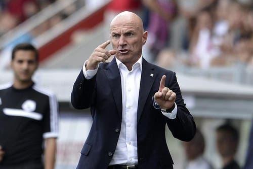 Luzerns Trainer Carlos Bernegger gibt gestikulierend Anweisungen. (Bild: Keystone)