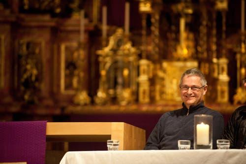 28. April Wendelin Bucheli muss nicht – wie vom Churer Bischof Vitus Huonder aufgefordert – als Pfarrer von Bürglen demissionieren. Im Gegenzug verspricht er, keine gleichgeschlechtlichen Paare mehr zu segnen. (Bild: Boris Bürgisser (Neue LZ))