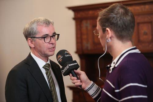 Erich Ettlin gibt Interviews. (Bild: Roger Zbinden / Neue LZ)