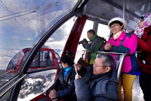 3. April: Der Luzerner Hausberg hat seine Touristen wieder: Die neue Luftseilbahn «Dragon Ride» wurde in Betrieb genommen. Diese bringt die Touristen neu von der Fräkmüntegg bis Pilatus Kulm. (Bild: Eveline Beerkircher / Neue LZ)