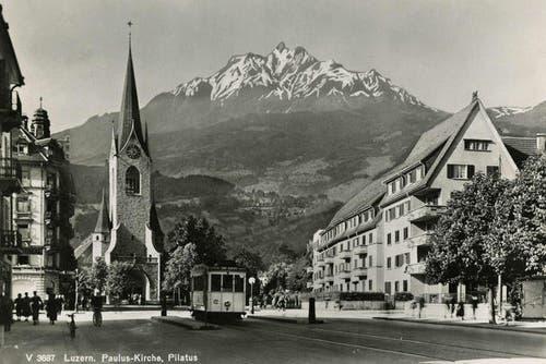 Die Pauluskirche an der Obergrundstrasse ragt vor dem Pilatus empor, 1902 (Bild: PD)