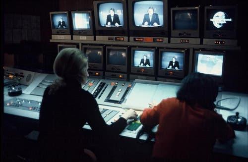 1973: Regieraum der Tagesschau (Bild: SRF)